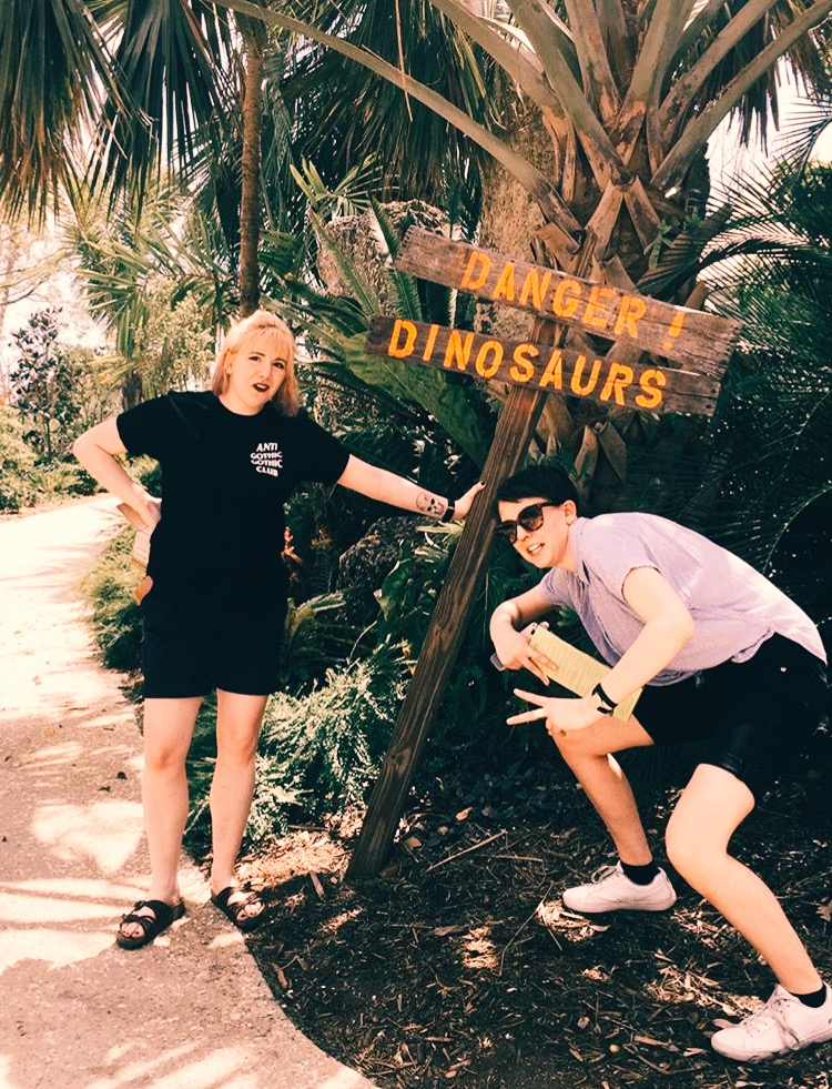 Sisters go dino hunting